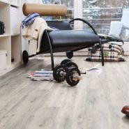 PURLINE-Planke-von-wineo-im-Schlafzimmer